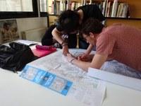 élèves sur carte géo.JPG